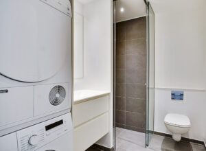 The bathroom is as simplistic as the kitchen – and with Invita elements, too.